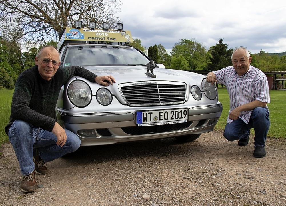 Zwei Freunde, ein Auto und 7000 Kilome...en das Abenteuer Völkerverständigung.   | Foto:  Peter Rosa