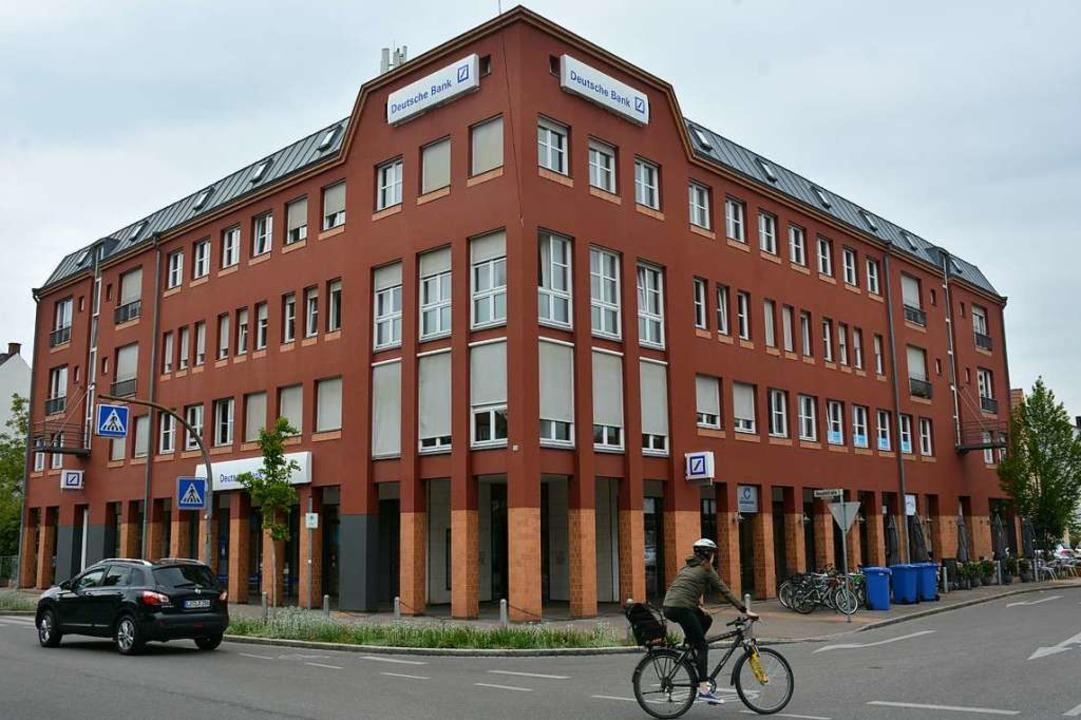 Die Weiler Filiale der Deutschen Bank schließt im Oktober.  | Foto: Hannes Lauber