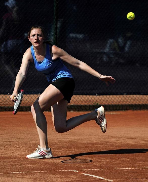 Lena Köbele spielt lieber auf Sand als in der Halle.   | Foto:  büro Schaller