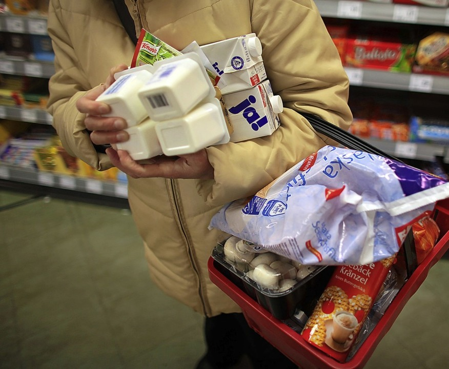 Nachdem der letzte Lebensmittelladen i...ießt, wird über Lösungen nachgedacht.   | Foto: Oliver Berg (dpa)