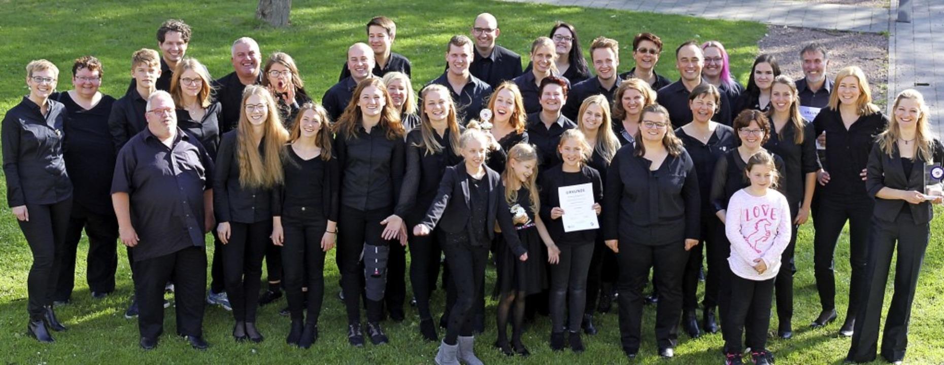 Dirigentin Silke D'Inka (ganz rech...sikern der Akkordeongruppe Münstertal   | Foto: privat
