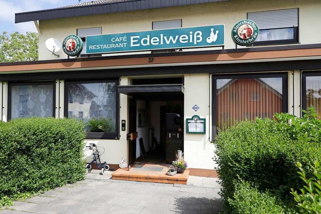 Ins Café Edelweiß in Hugsweier wird das Dorv-Zentrum einziehen.  | Foto: Christoph Breithaupt