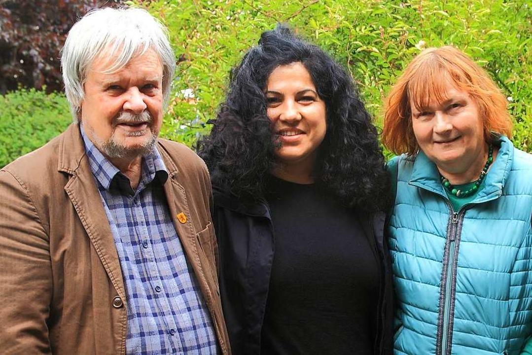 Heiner Lohmann (links), Elif Ünal und ...ei der Vorstellung des Wahlprogramms    | Foto: Ortsverband Grüne