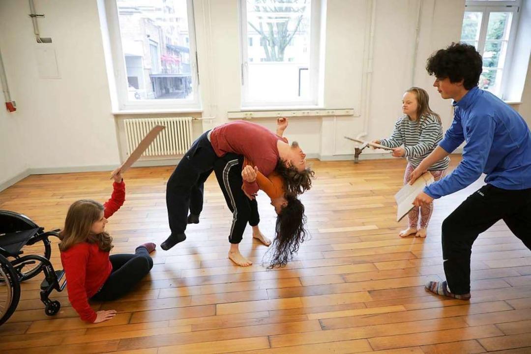 Aufnahme von einer Probe der Tanzkompanie Szene 2wei  | Foto: Christoph Breithaupt