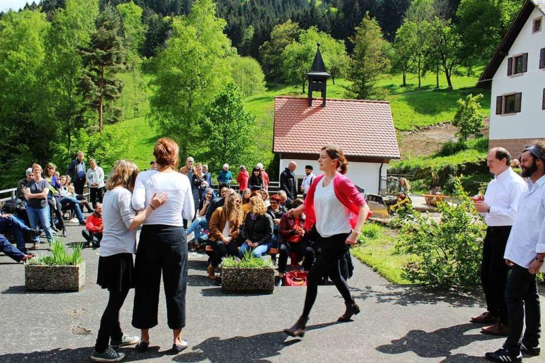 Mehrere Improvisations-Theatergruppen ...ara Burk, das nun dort beheimatet ist.  | Foto: Karin Heiß
