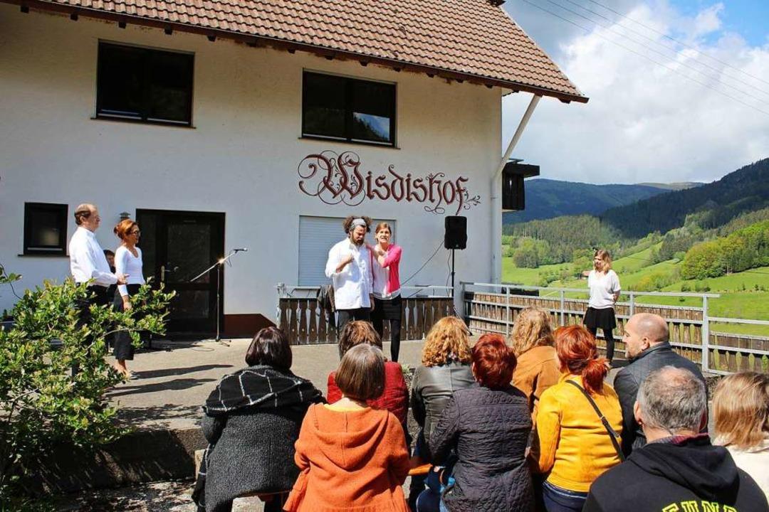 Mehrere Improvisations-Theatergruppen ...mara Burk, das nun dort beheimatet ist  | Foto: Karin Heiß