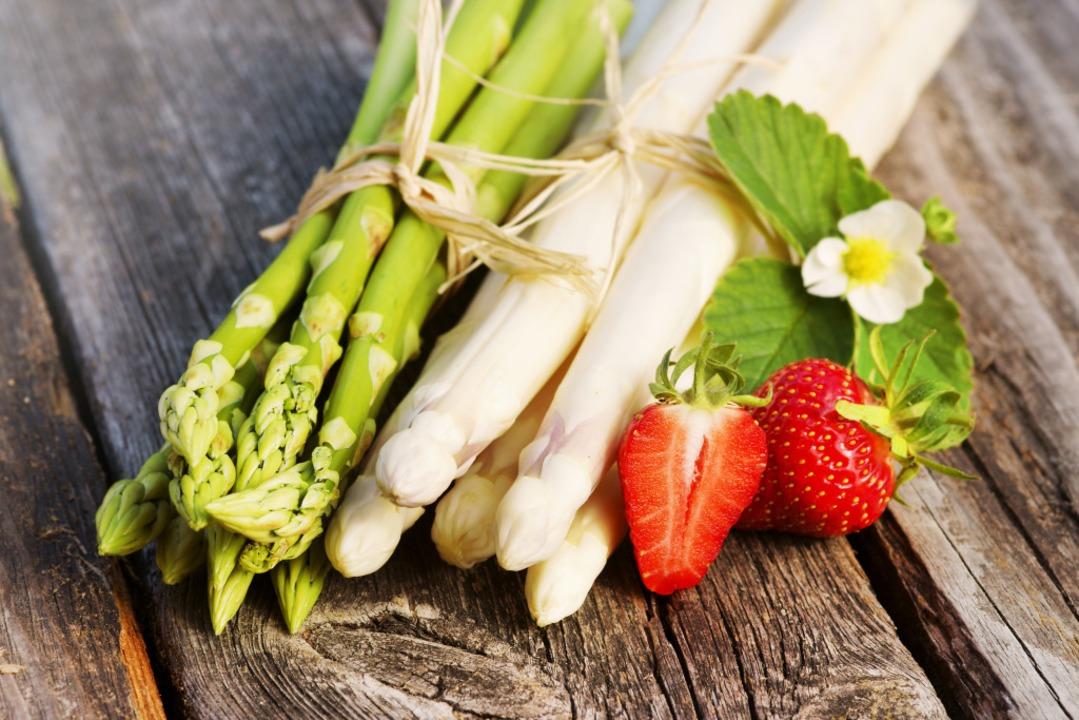 Natürlich schmeckt Spargel auch ganz klassisch.    Foto: Johanna Mühlbauer  / stock.adobe.com