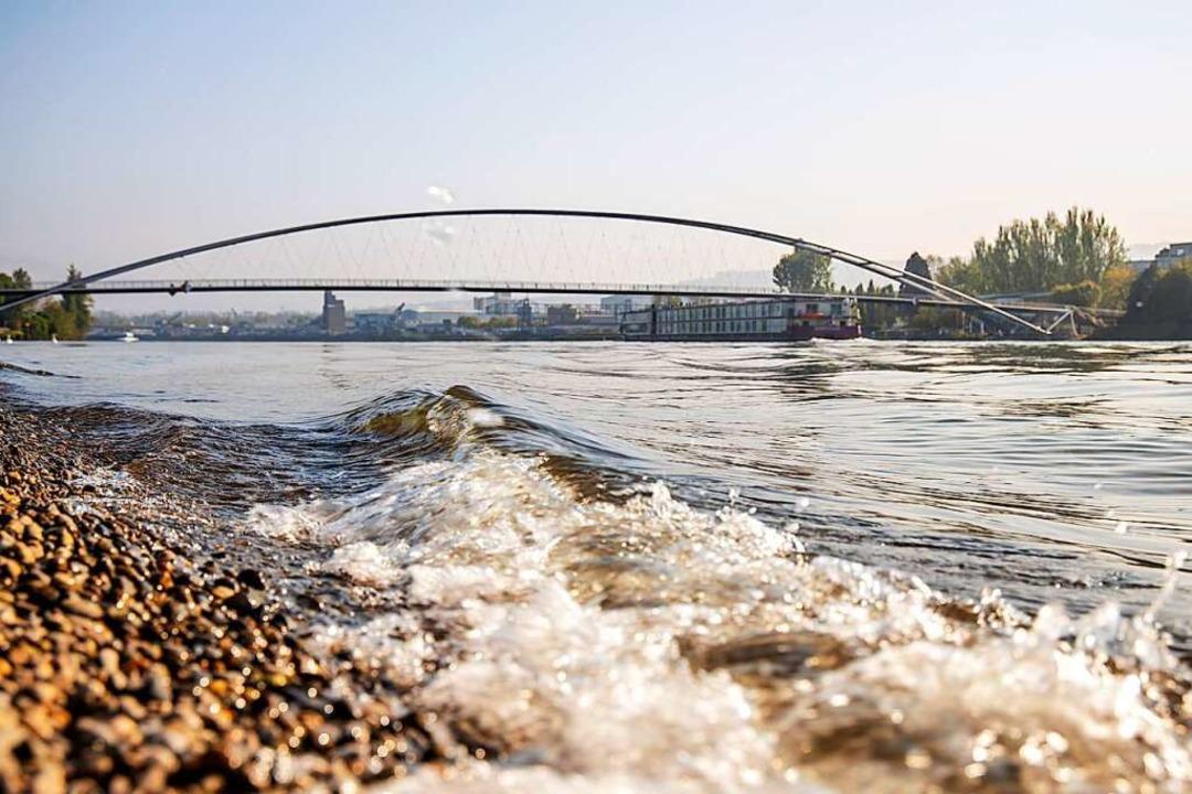 Die Dreiländerbrücke bei Weil am Rhein.   | Foto: Joss Andres