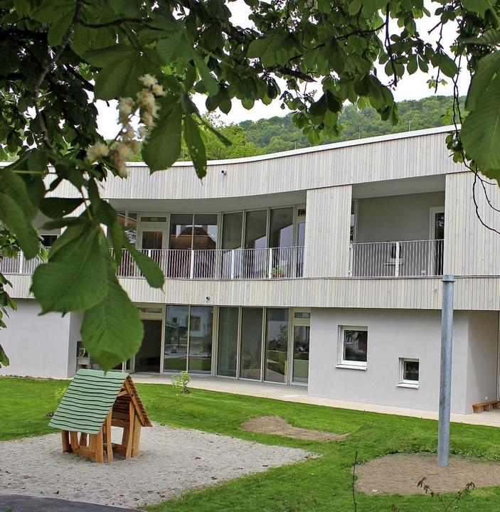 Die Hofseite mit vielen Fenstern und Türen  | Foto: Rolf Reißmann