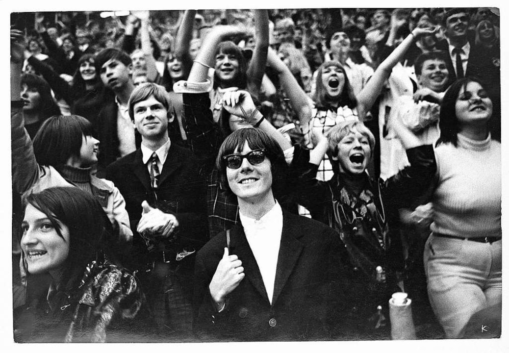 Gückliches  Lächeln: Peter Handke 1966 bei einem Beatles Konzert.      Foto: DLA Marbach