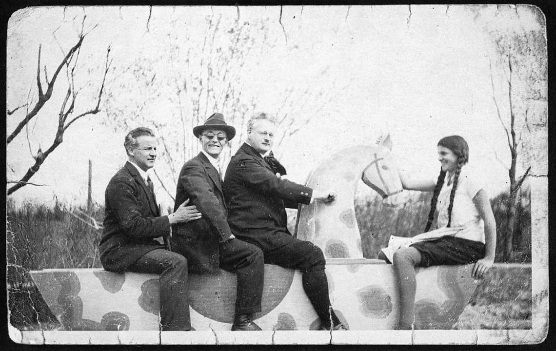 Kaum zu glauben, dass er Humor hatte:  Hermann Hesse mit Sonnenbrille und Hut    Foto: Marbach