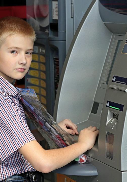 Für Kinder besonders wichtig: Die Bank sollte am Wohnort erreichbar sein.  | Foto: Malyeuski Dzmitry /Grodno