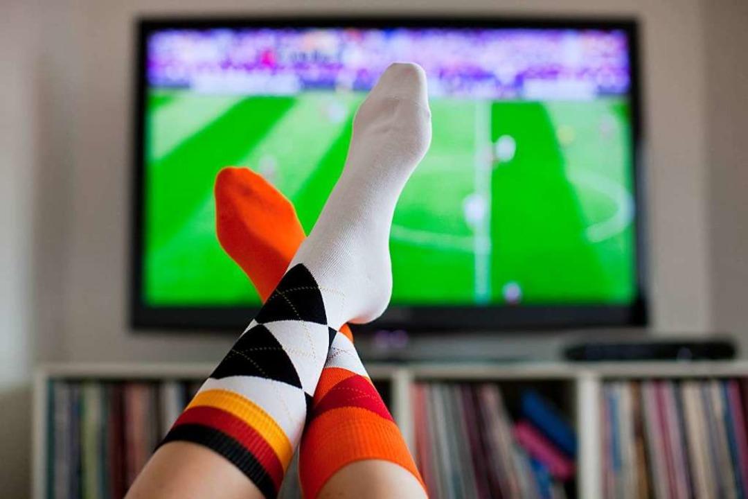 Man mutet den Zuschauern des Ballsports eine Menge zu.   | Foto: Rolf Vennenbernd (dpa)