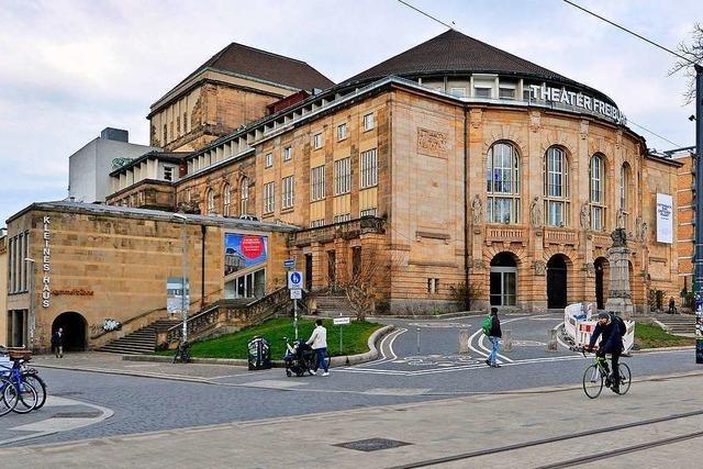 Eine Fotografin zeigt im Theater Freiburg ihre Bilder von Menschen mit Down-Syndrom
