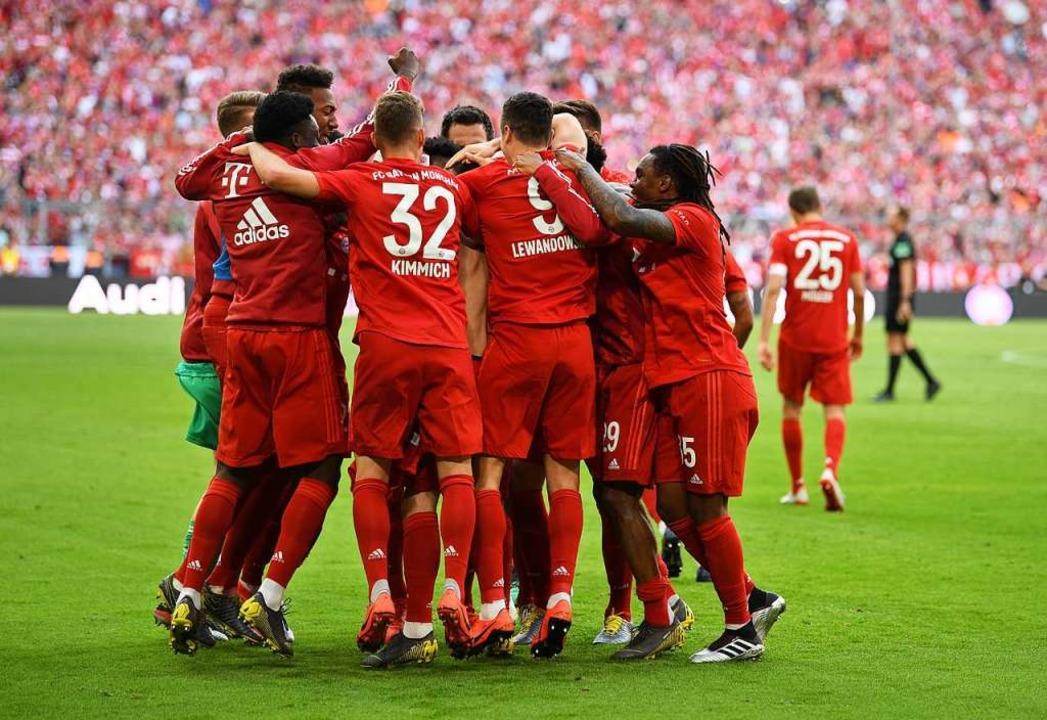 Die Bayern gewinnen und werden zum ersten Mal in der Allianz Arena Meister.  | Foto: Sven Hoppe (dpa)