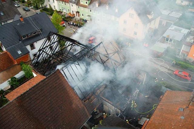 Feuerwehr löscht Großbrand im Herbolzheimer Stadtzentrum