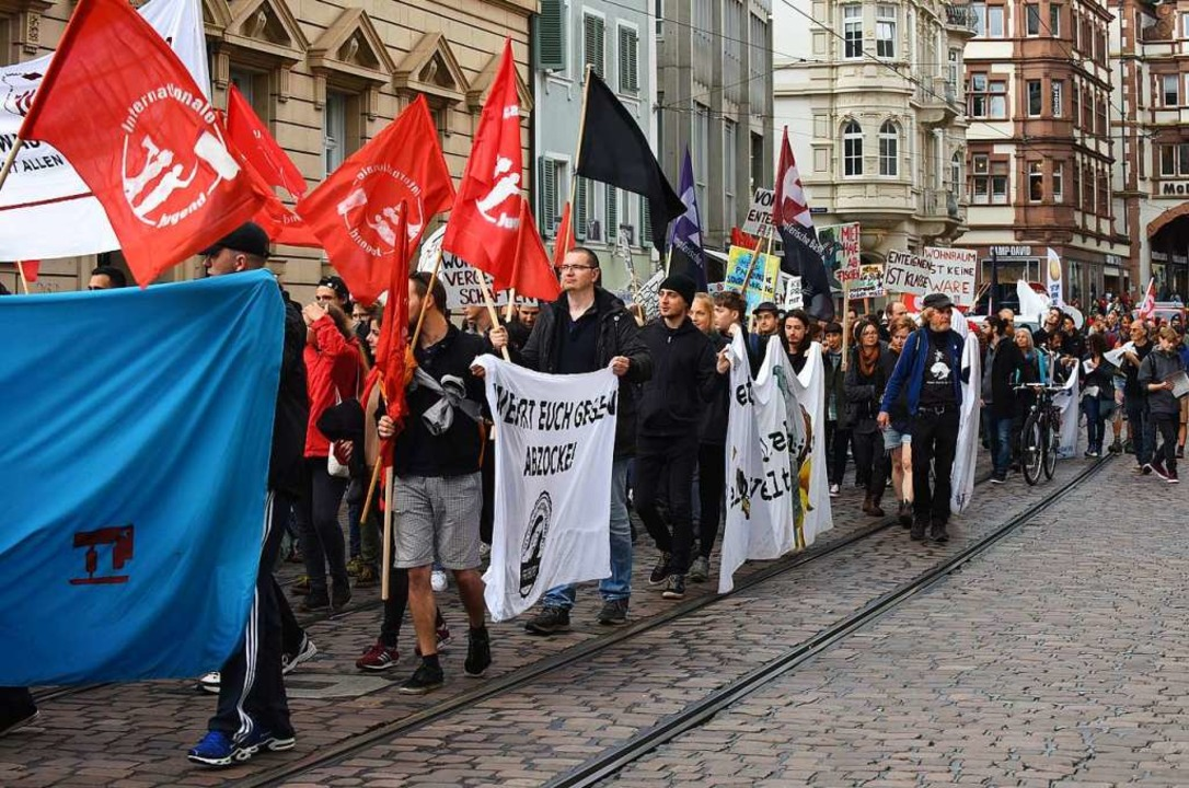 Demo gegen Mieten und für Enteignung am Samstagnachmittag in Freiburg  | Foto: Rita Eggstein