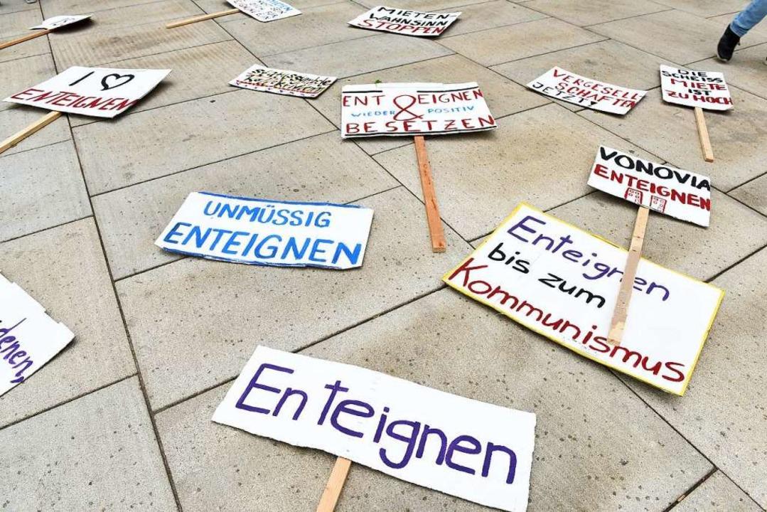 Start der Demo war auf dem Platz der Alten Synagoge,  | Foto: Rita Eggstein