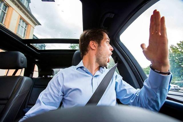 BMW-Fahrer überholt auf der A98 und wird anschließend bedrängt und angebrüllt