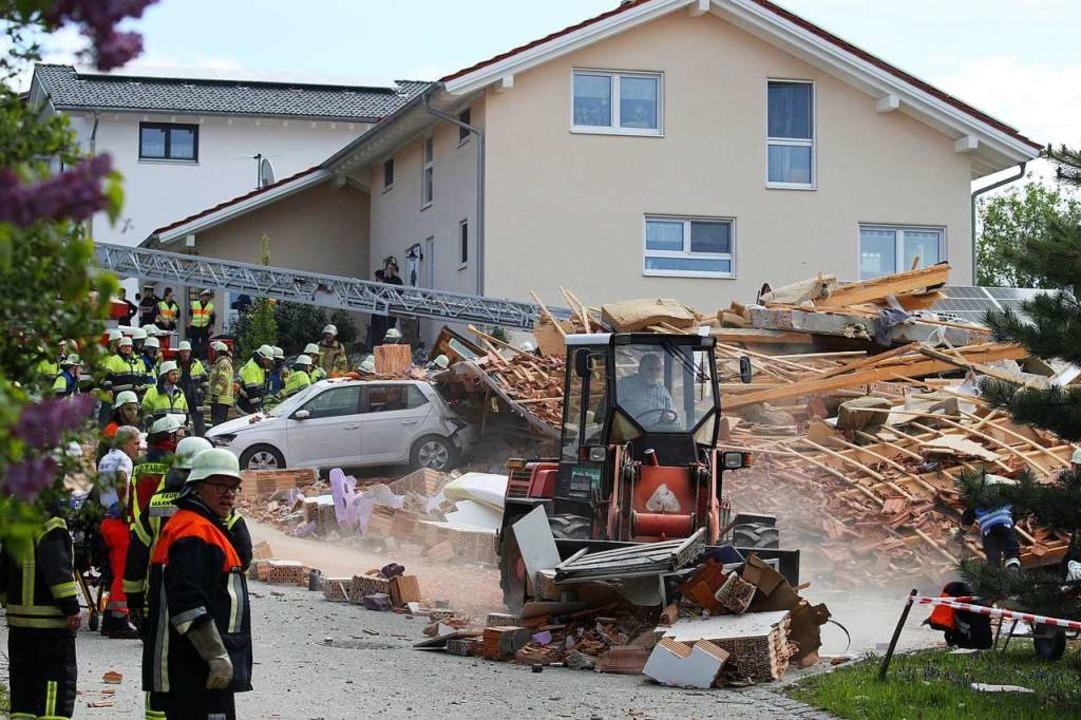 Betroffen von der Explosion ist nach I... der dpa mindestens ein weiteres Haus.  | Foto: Karl-Josef Hildenbrand (dpa)