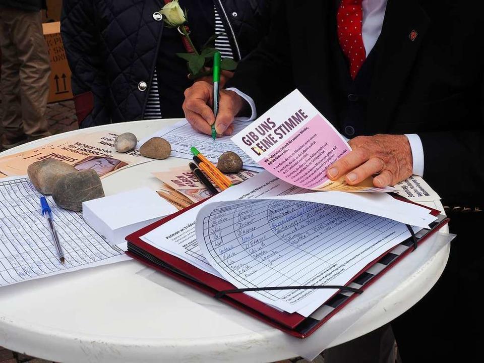 Viele unterschrieben die Petition an den Freiburger Erzbischof Stephan Burger.  | Foto: Hans Christof Wagner
