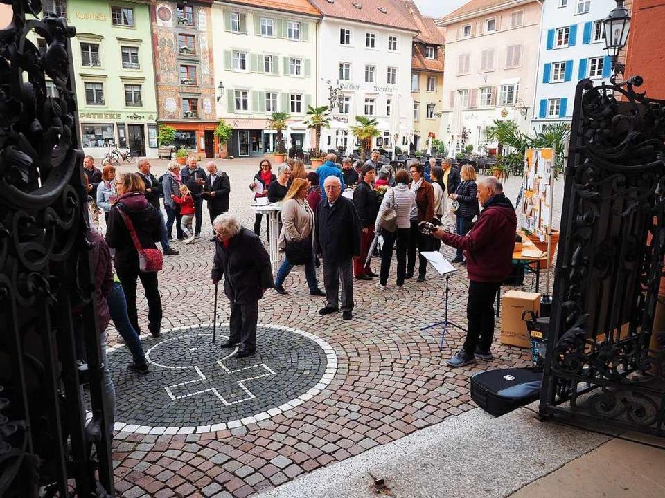 Mehr als 50 Personen hatten sich auf d... um die Anliegen der Aktion anzuhören.  | Foto: Hans Christof Wagner