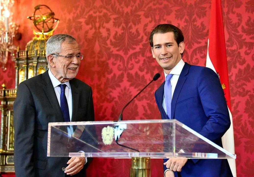 Bundespräsident Van der Bellen (l.) mit Kanzler Sebastian Kurz.  | Foto: HANS PUNZ (AFP)