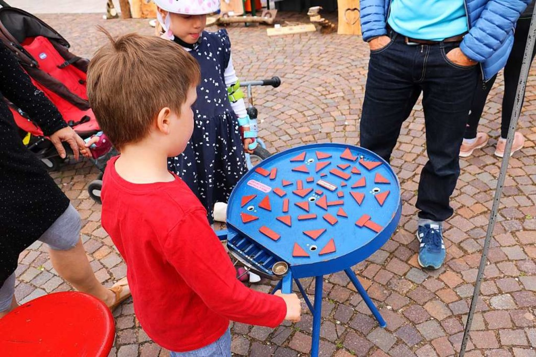 Spannend waren die Aufgaben in der kleinen Spielstraße.  | Foto: Christa Rinklin