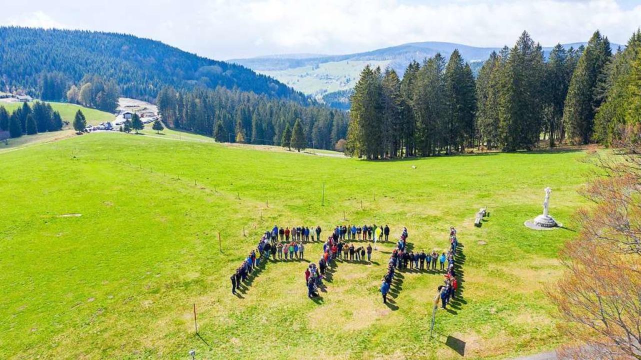 Mitglieder der Bürgerinitiative gegen ...orrang des Naturschutzes hinzuweisen.   | Foto: Uwe Allgaier