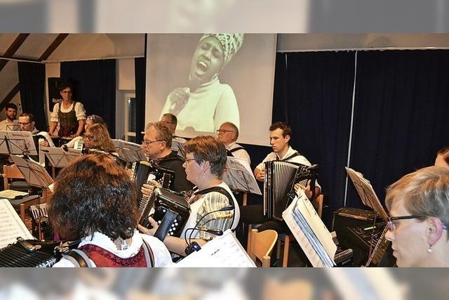 Harmonika-Spieler zeigen viel Fingerspitzengefühl