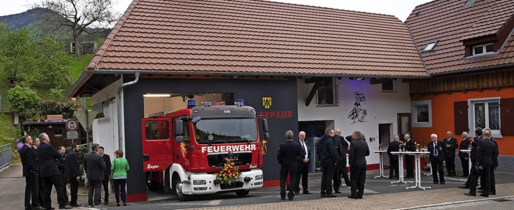 Offiziell in Dienst gestellt wurde das...wehrhaus seiner Bestimmung übergeben.   | Foto: Volker Münch