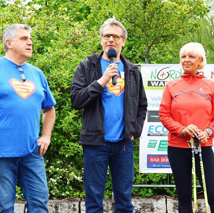 Eckhard Olschewski (Mitte) von der Ini... Faller für die Unterstützung dankbar.  | Foto: Gerhard Lück