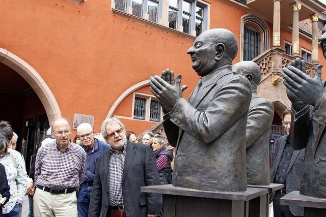 Guido Messer bespielt mit seinen Bronzen die Lahrer Innenstadt und die städtische Galerie