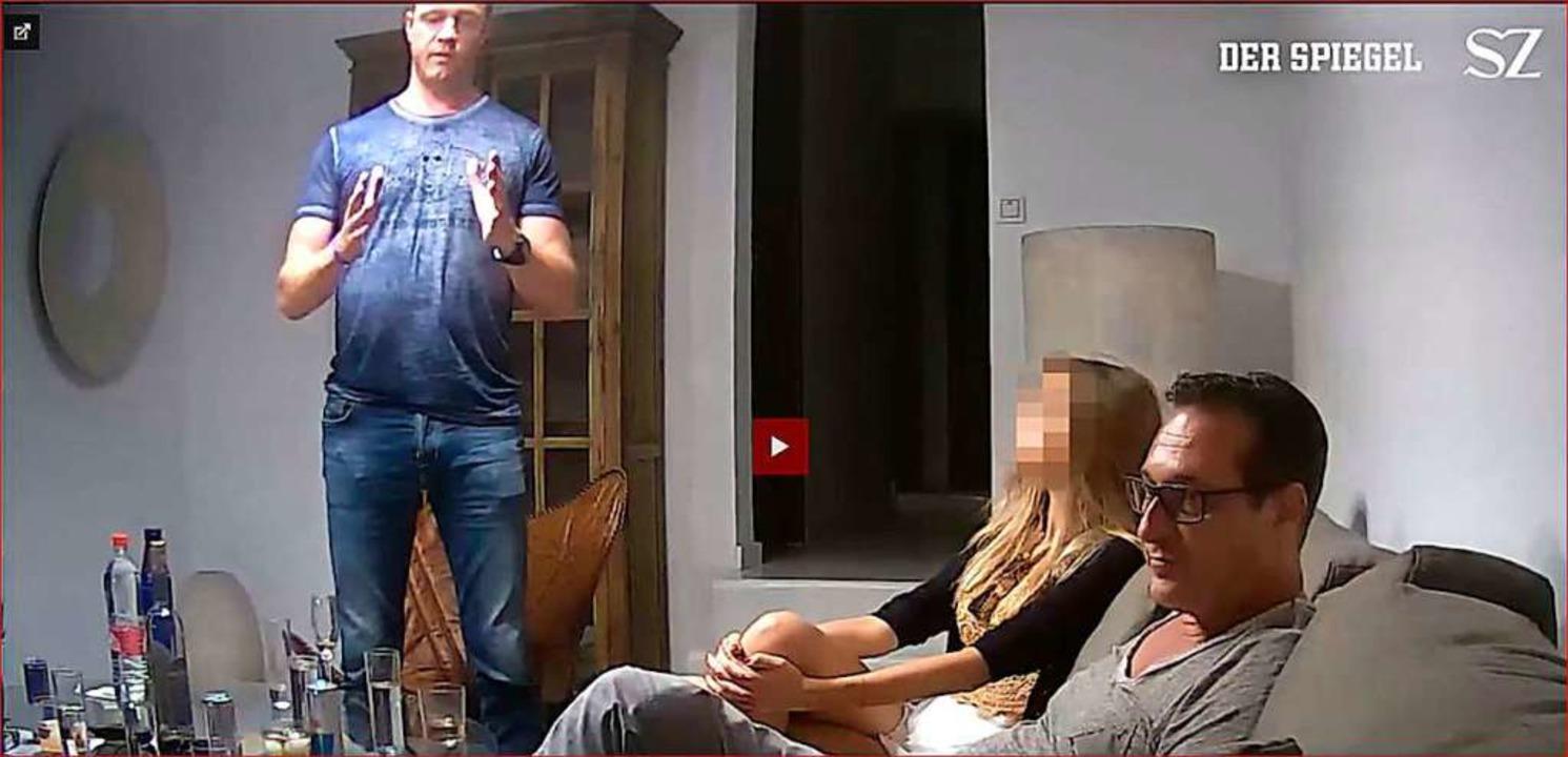 Ausschnitt aus dem veröffentlichten Vi...an Strache (rechts) und Johann Gudenus  | Foto: - (dpa)