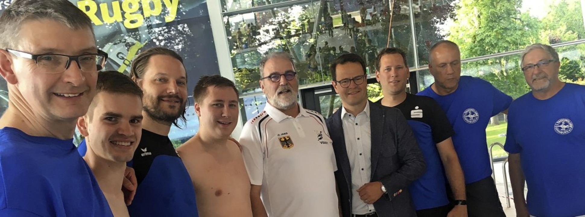 Unterwasser-Rugby hat laut OB Steffens...n) in Offenburg eine lange Tradition.   | Foto: Cornelia Weizenecker