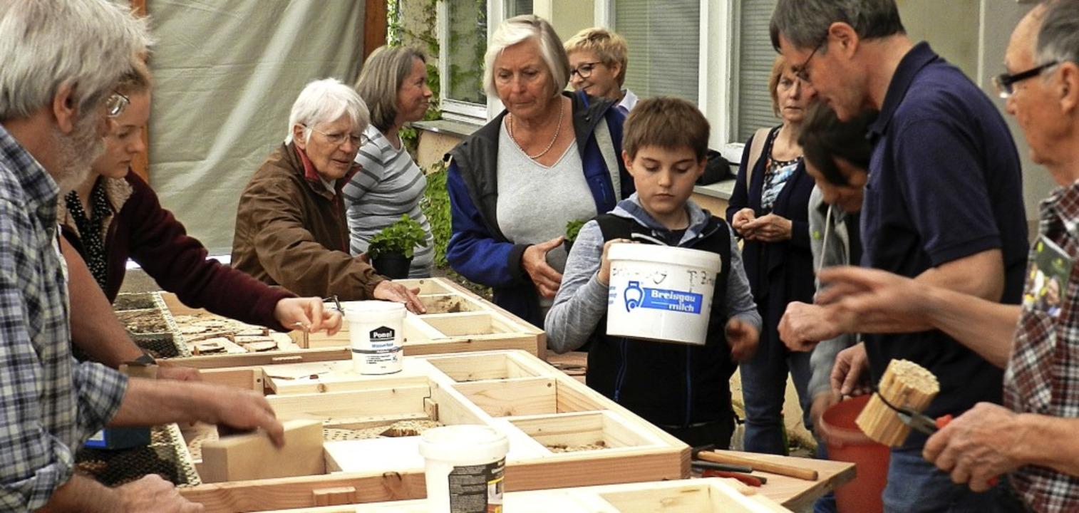 Unter den Augen interessierter Naturfr...nerlässlich, erfuhren die Teilnehmer.     Foto: gerhard wiezel