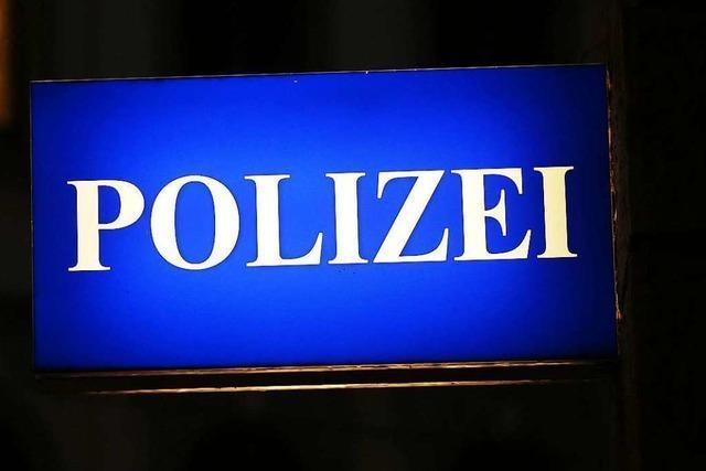 Mann legt auf Polizeirevier in Neustadt Messer vor und bittet um seine Festnahme