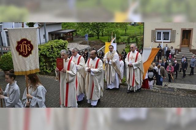 Schätzle feiert erste Heilige Messe