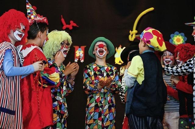 Bizelli-Clowns rocken die Bühne