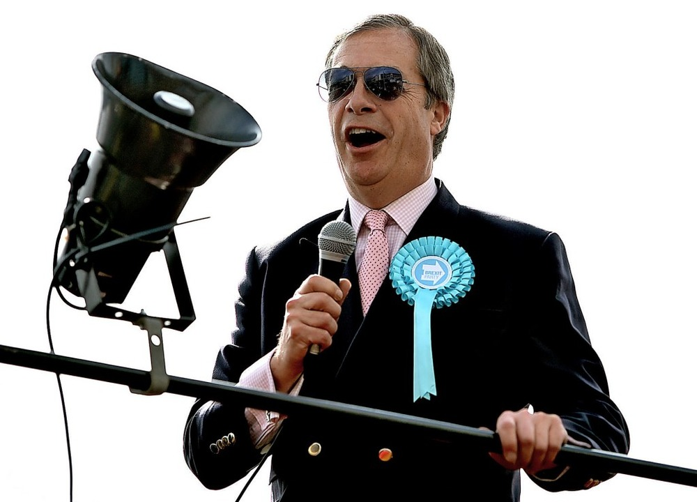 Nigel Farage, Lautsprecher der britisc...gangenes Wochenende im Europawahlkampf    Foto: Joe Giddens (dpa)