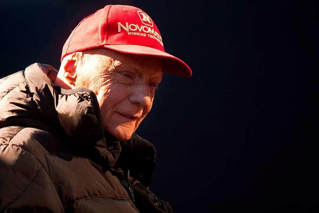 Rot: Die Farbe seiner Mütze begleitete...ach seinem Feuerunfall ein Leben lang.  | Foto: JORGE GUERRERO (AFP)