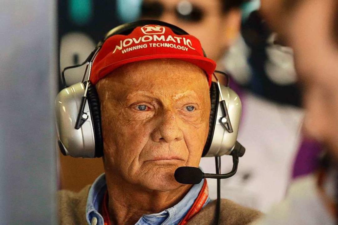 Rot: Die Farbe seiner Mütze begleitete Lauda ein Leben lang.  | Foto: Nelson Antoine (dpa)