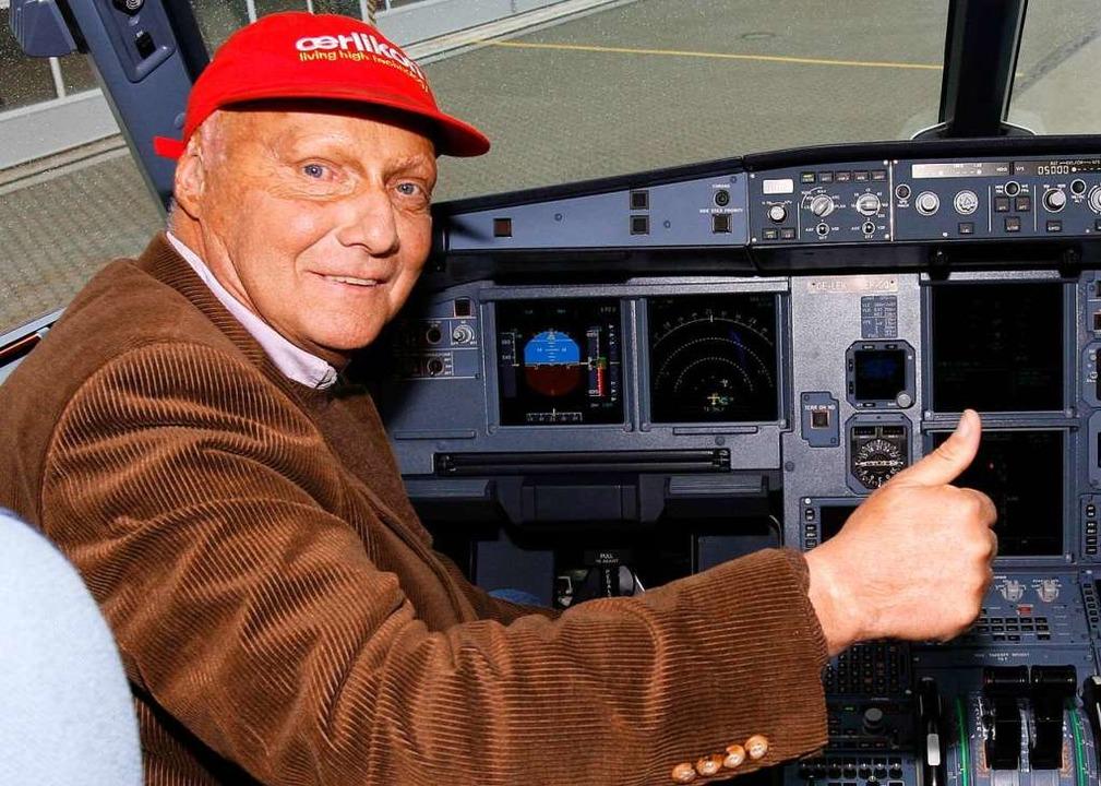 Rot: Die Farbe seiner Mütze begleitete Lauda ein Leben lang.  | Foto: Maurizio Gambarini (dpa)