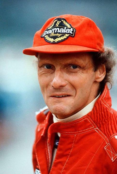 Rot: Die Farbe seiner Mütze begleitete...ach seinem Feuerunfall ein Leben lang.  | Foto: Harry Melchert (dpa)