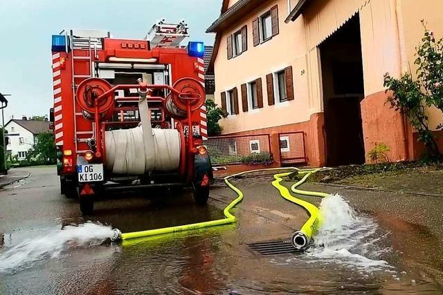 Starkregen überschwemmt Straßen und Keller in der Ortenau – Großeinsatz in Kippenheim
