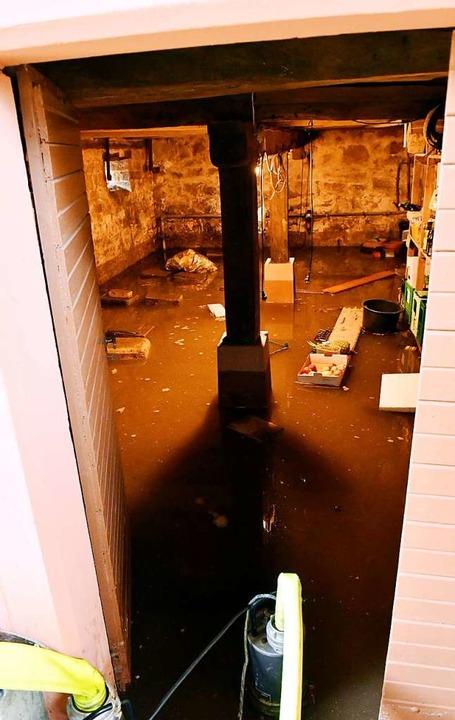 Hier muss gepumpt werden: vollgelaufener Keller in Kippenheim.  | Foto: Wolfgang Künstle