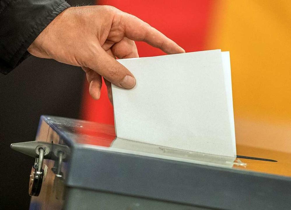 Am Sonntag haben die Bürger die Wahl &...n schaffen es dann in den Gemeinderat?  | Foto: Michael Kappeler (dpa)