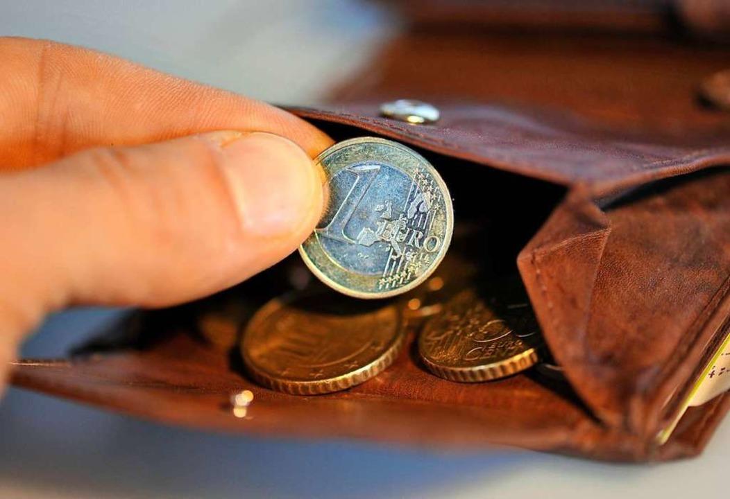 Der Täter soll nach Münzen gefragt und heimlich alle Scheine genommen haben.  | Foto: Andreas Gebert