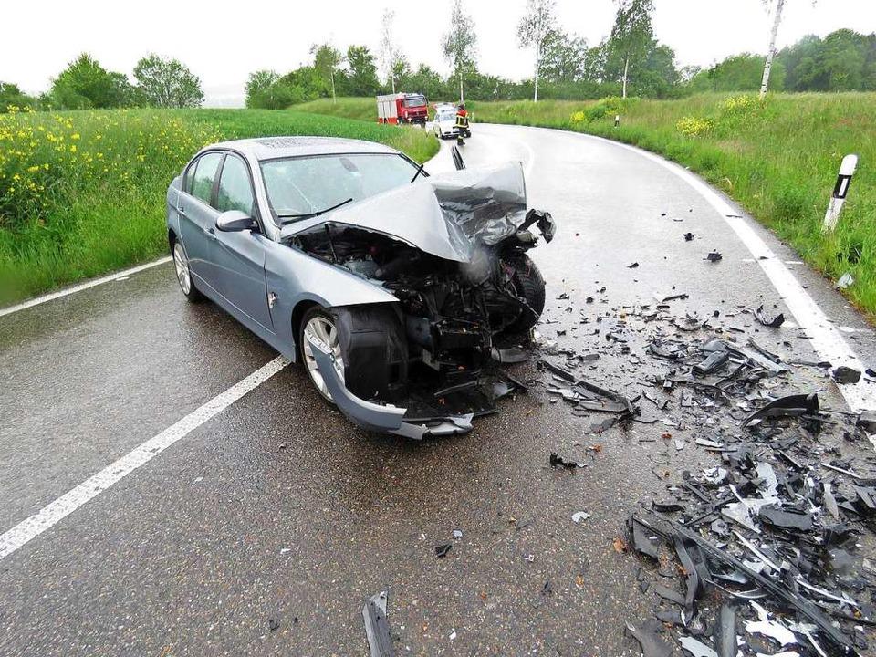 Auf der Sädelstraße zwischen Zufikon u...g zwei Autos frontal zusammengestoßen.  | Foto: Kantonspolizei Aargau