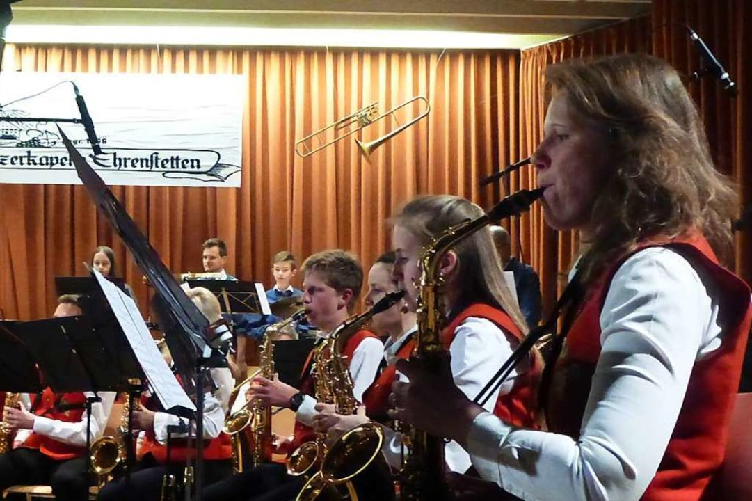 Die Feuerwehr- und Winzerkapelle Ehrenstetten beim Konzert.  | Foto: Anne Freyer